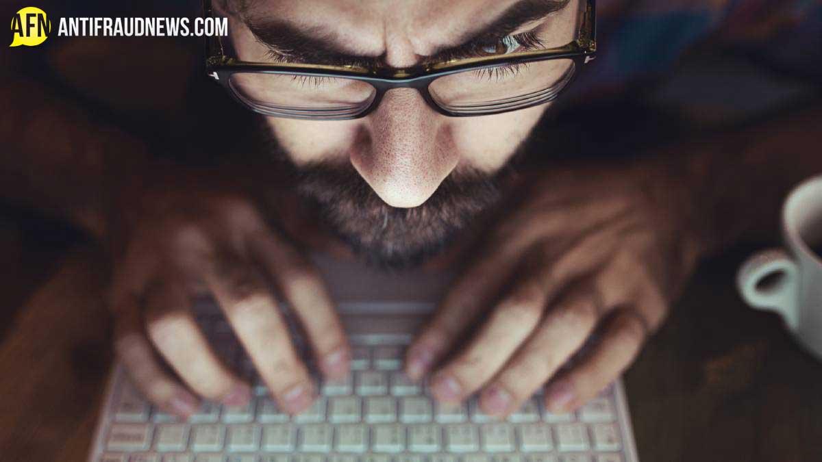 faking-facebook-social-media-scam